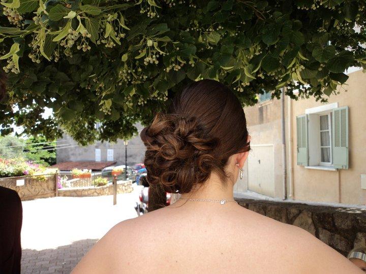Temoin mari e chignon bas de cot pour un cot tr s glamour lili in zi hair - Chignon bas cote ...